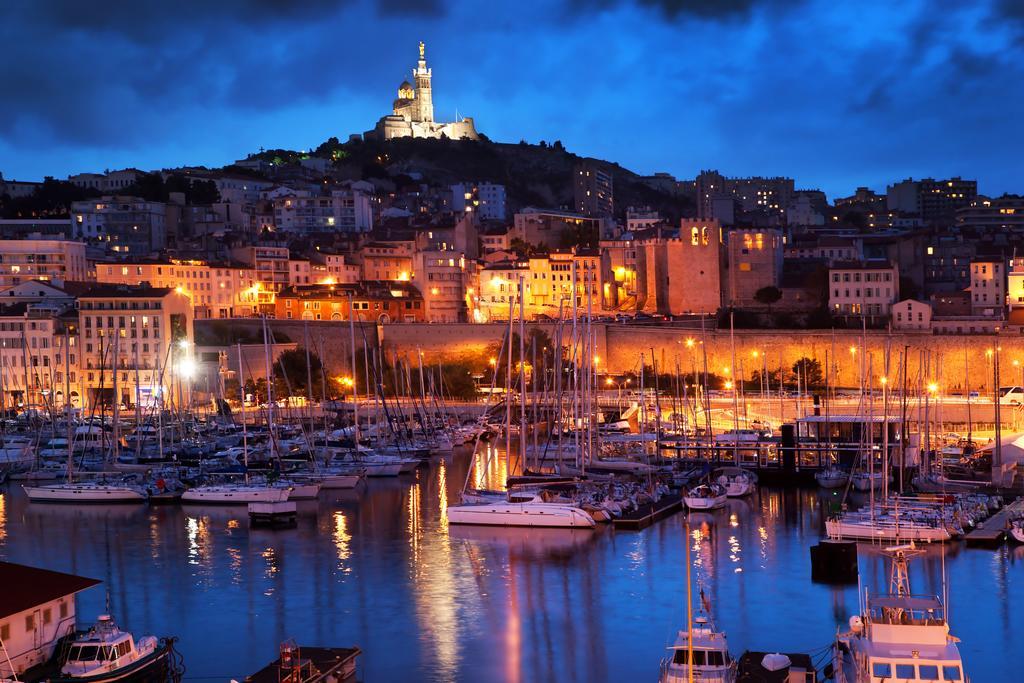 Visite de Marseille dans la journée, nuit romantique et détente le soir