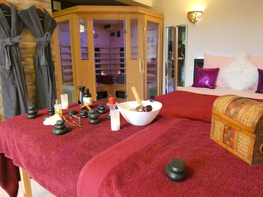 spa privé + table de massage