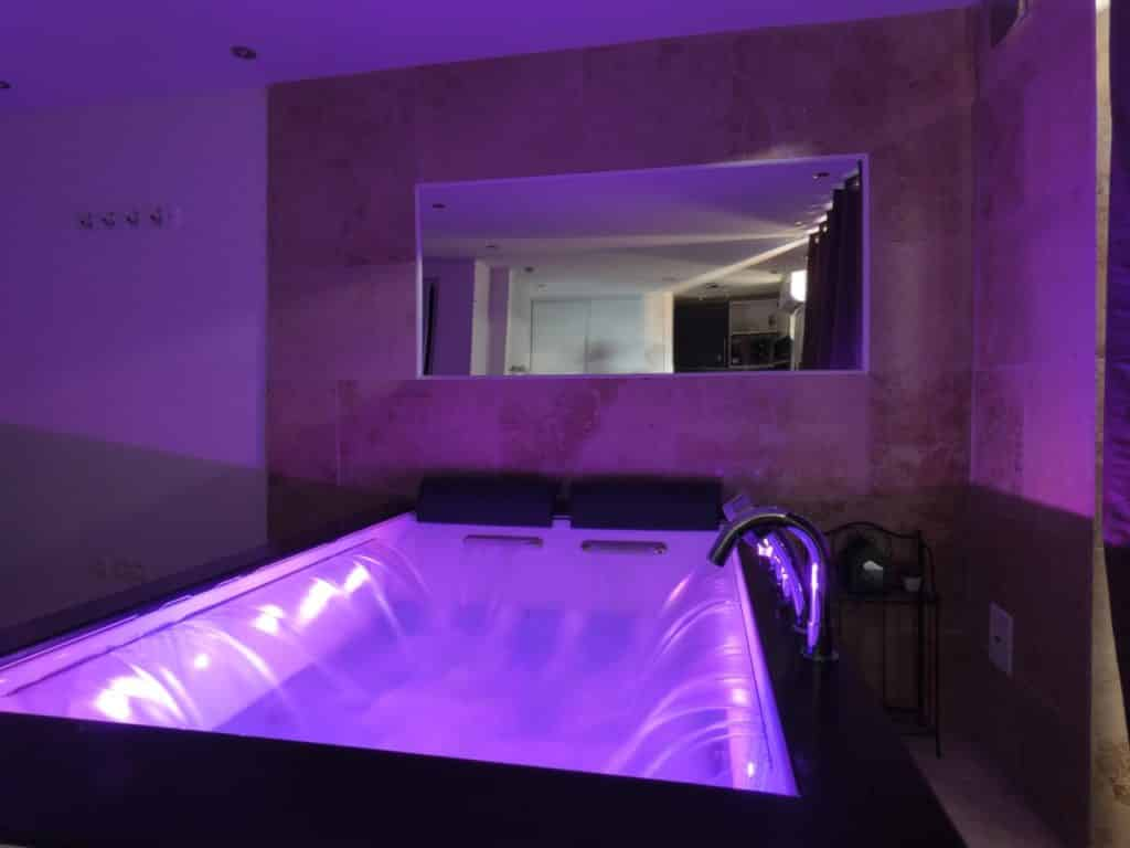 Location de chambre avec spa et jacuzzi -